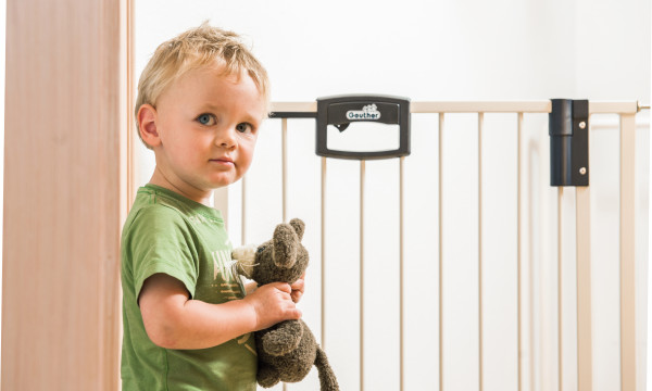 GEU_Titelbild_kindersicheres_zuhause_bohren_klemmen